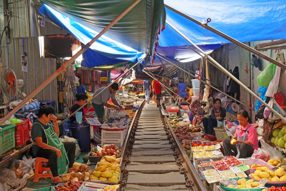 จุดเช็คอิน ใกล้กรุงเทพฯ ตลาดร่มหุบ