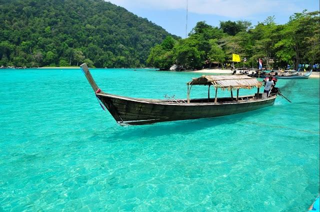 หมู่เกาะสุรินทร์ ที่เที่ยวพังงา ทะเลอันดามันอันงดงามเต็มไปด้วยปะการังนานาชนิด