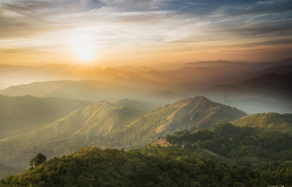 เที่ยวเนินช้างศึก ภูเขาสวยงาม