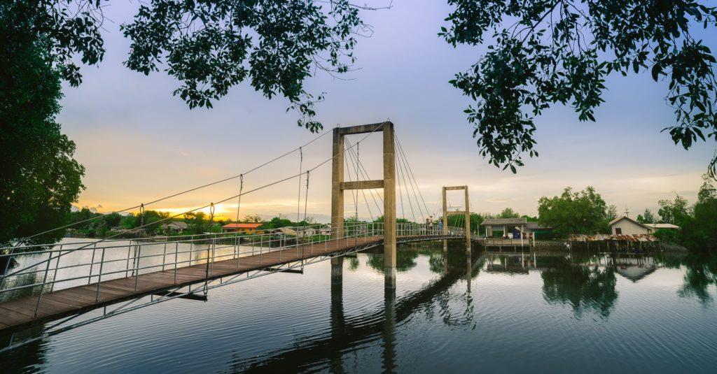 เที่ยวเมืองระยอง สะพานรักษ์แสม