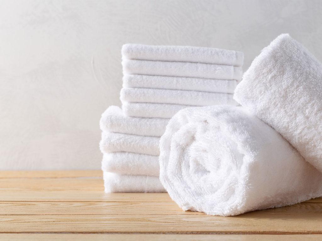 มารยาทในการเข้าพักโรงแรมไม่ควรนำผ้าเช็ดตัวของที่พักมาเช็ดเท้า