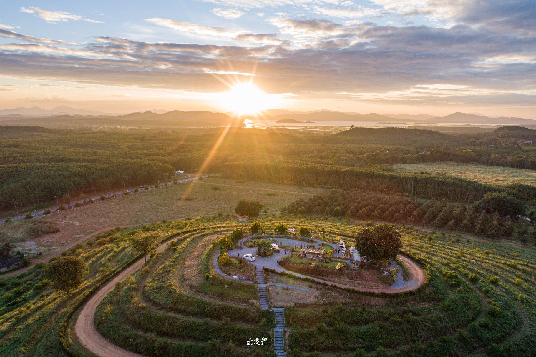 สวนเย็นเซ ระยอง คาเฟ่เปิดใหม่วิวสวย สามารถถ่ายภาพแบบพาโนราม่าได้ด้วย