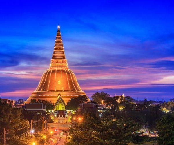 พระปฐมเจดีย์ สถานที่อันศักดิ์สิทธิ์ที่ควรบูชากราบไหว้ของไทย