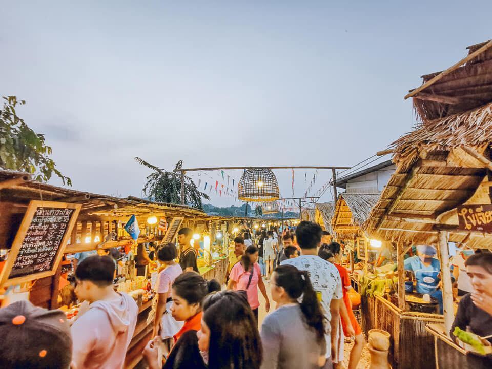 ตลาดท่าเรือคลองคาง-ริมแม่น้ำปิง