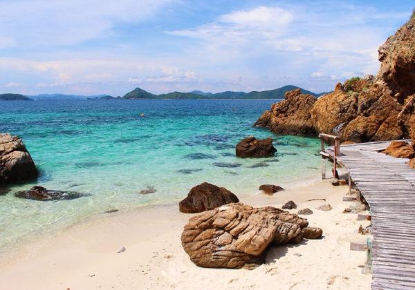 สถานที่ท่อง เที่ยวสัตหีบ ที่มีความน่าสนใจน้ำทะเลใส หาดทรายงาม