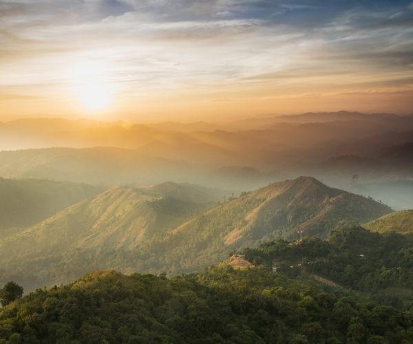 เที่ยวเนินช้างศึก สถานที่ที่เหมาะสำหรับการท่องเที่ยวชมธรรมชาติทิวทัศน์ภูเขา