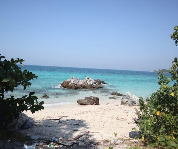 เที่ยวหาดตายาย เกาะเล็ก ๆ หาดส่วนตัวบนเกาะล้านที่สายเที่ยวไม่ควรพลาด