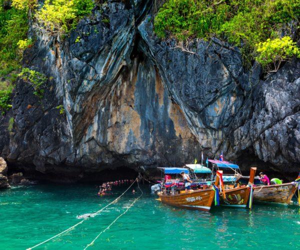 ถ้ำมรกต เกาะมุกต์ จ.ตรัง น้ำทะเลสีเขียวมรกต สถานที่ท่องเที่ยวสุดลึกลับที่น่าสนใจ